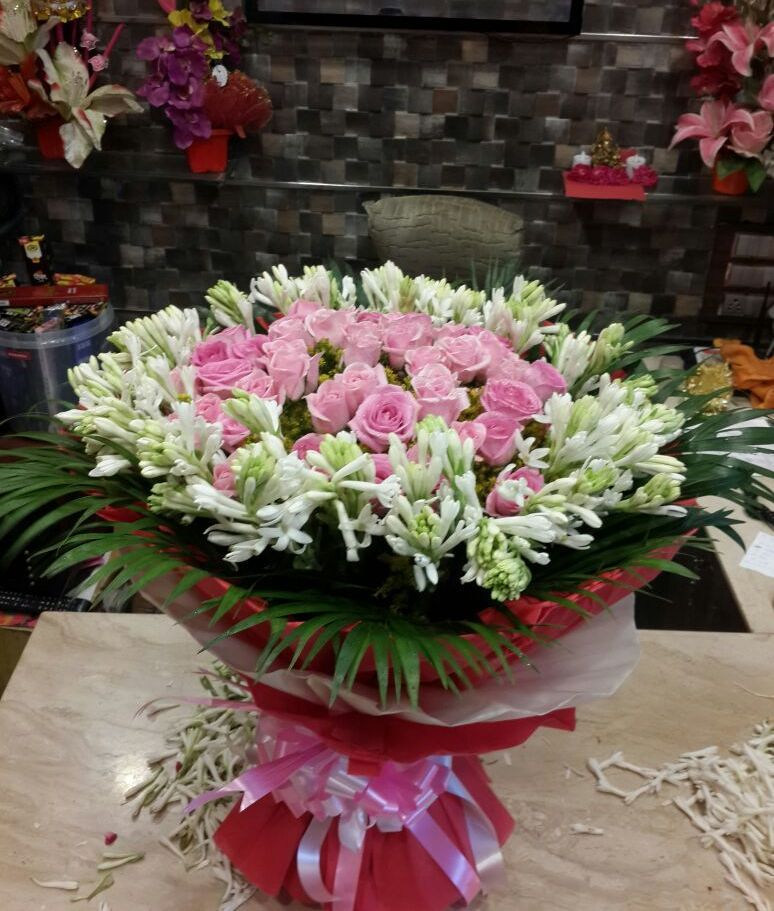 Send flowers to Mumbai via easy florists for perfect