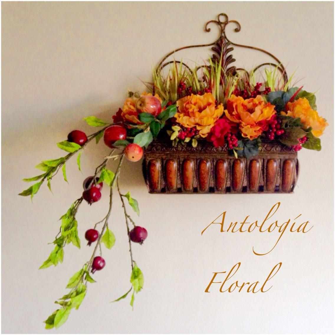 arreglo de flores en base de latn para pared colores otoales