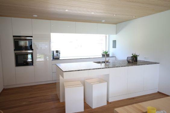 küche modern weiß braun -beige hochglanz küche und holz ...