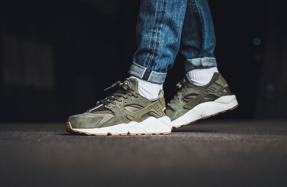 NIKE AIR HUARACHE RUN MEDIUM OLIVE, SAIL & GUM TRAINERS