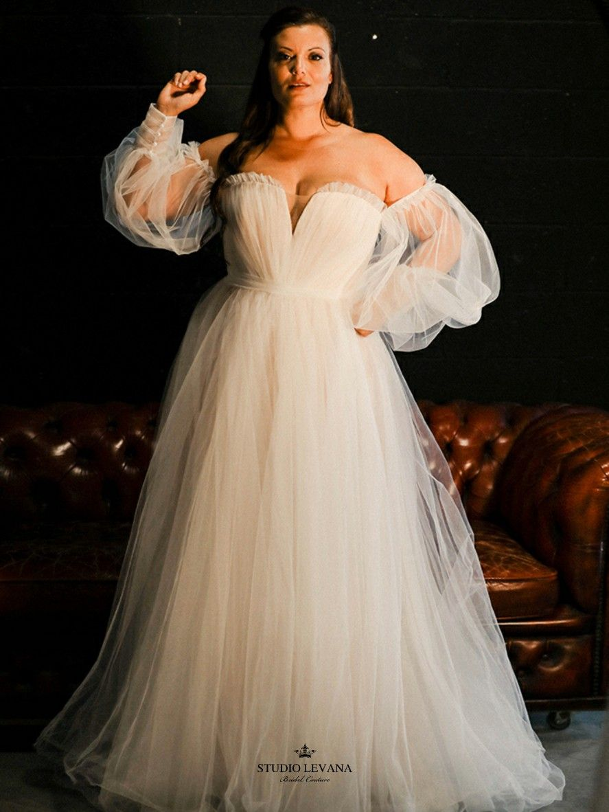 Amazing So Her Plus Size Wedding Dress Collection By Studio Levana In 2021 Modest Wedding Gowns Couture Wedding Gowns Wedding Dresses [ 1182 x 887 Pixel ]