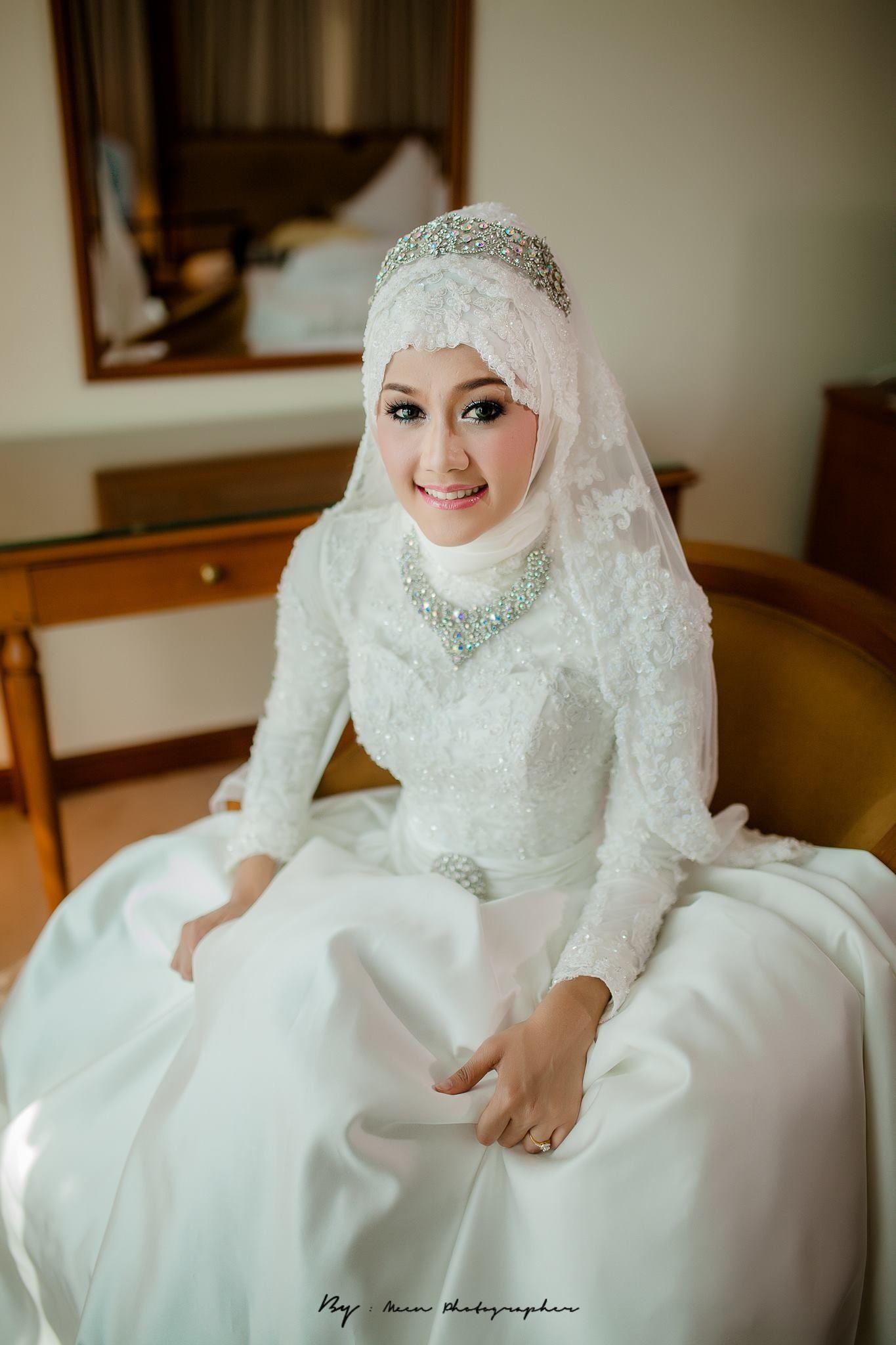 love how the hijab is done  Hochzeitskleid, Kleidung, Kleider
