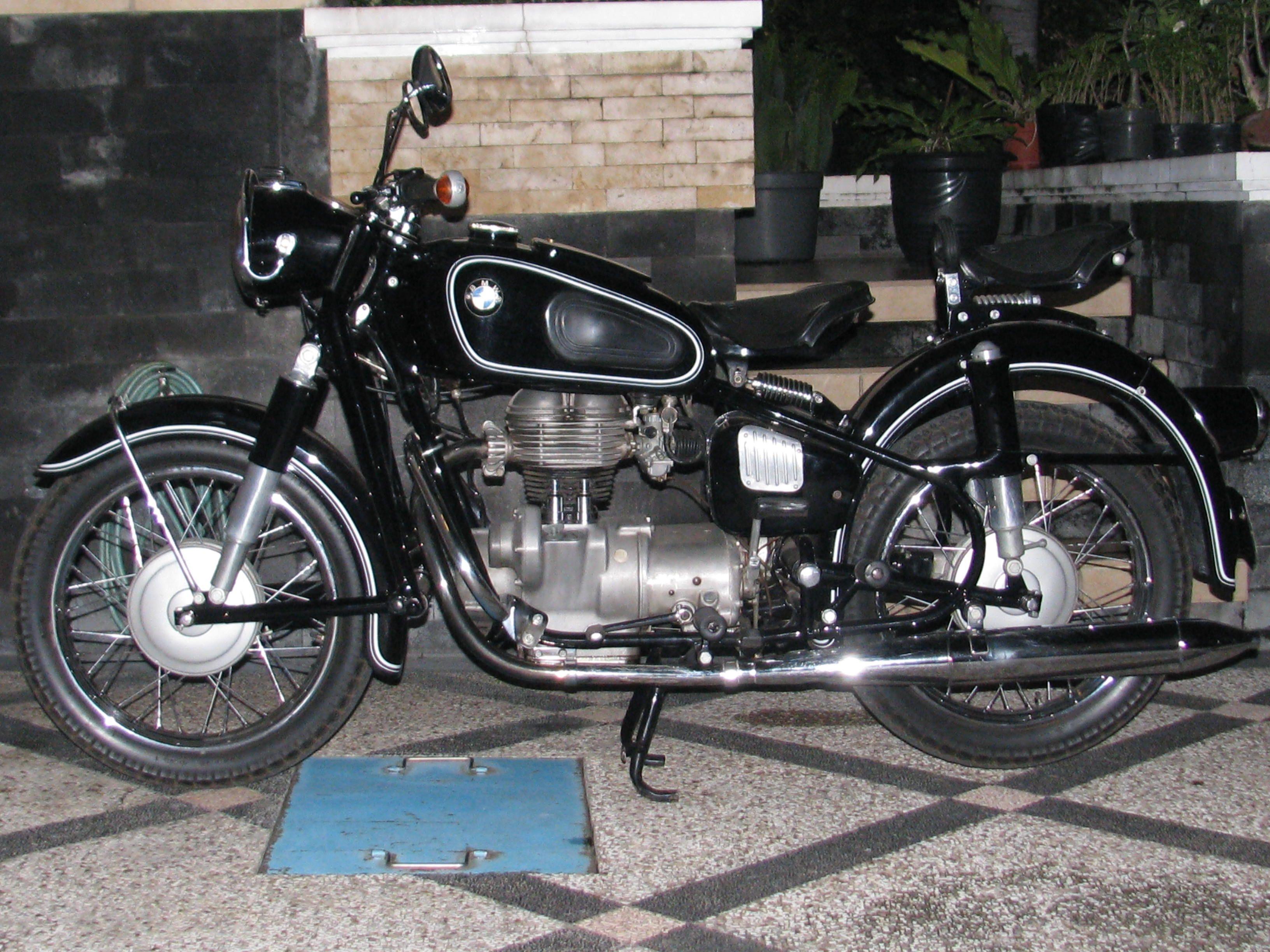 R27 Bmw Vintage Bike With Images Bmw Motorcycles Bmw Vintage Bmw