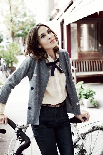 Alexa Chung showing off her beautiful style