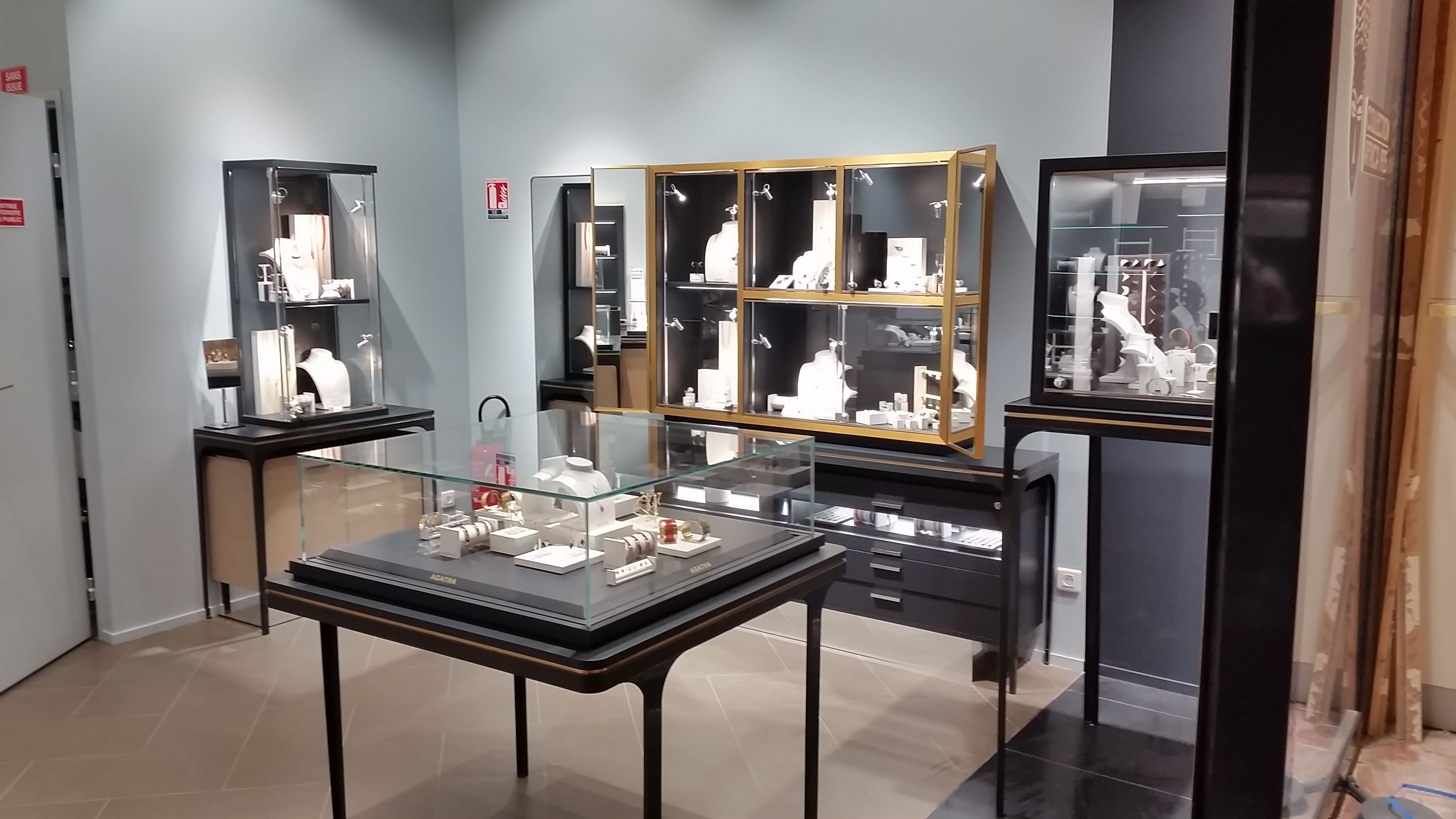 Nouveau Concept Boutique Lyon Part Dieu Agatha Agathaparis New Shop Shopping Inspiration Accessories Necklace Boutique Lyon Lyon Part Dieu La Part Dieu