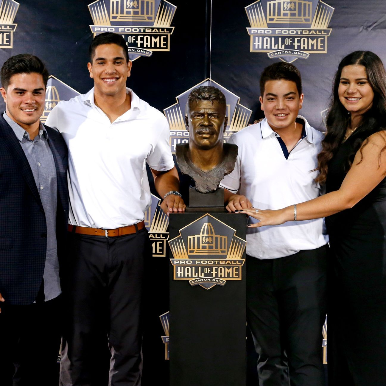 Junior Seau's light shines bright in the Hall of Fame