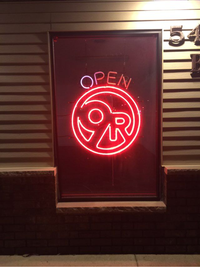 9Round Mukwonago had there neon signs put up today!! We think they look great.