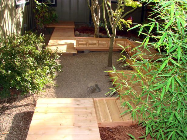 Inviting Walkway - Asian-Style Courtyards on HGTV                        I really like this one!