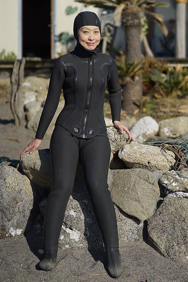Hot Women In Wetsuits