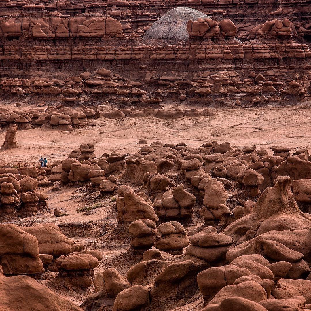 Goblin Valley State Park Utah Um lugar no mínimo peculiar parece que você está em outro mundo...   Canon 6D \ Lens: Canon 70-200mm f4 L IS \ Shutter: 1/250s \ Aperture: f5 \ ISO: 100 \ Filter: no filter  Fotos disponíveis para compra. Contato: piresss@gmail.com by piresss