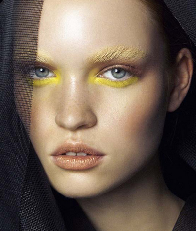 - This beauty look matches the color of the model's eyebrows to her popular graphic liner.