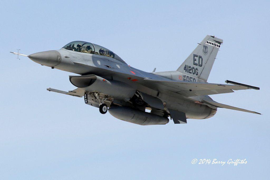 "General Dynamics F-16D Viper Block 30 USAF 86-0050 416th FTS, 412th OG ""Touch & Go"""
