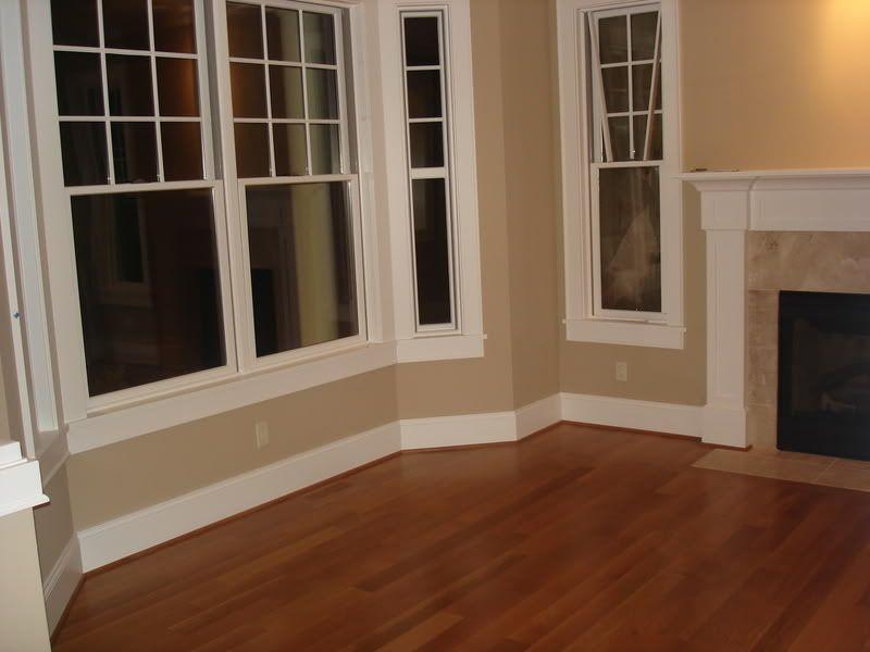 FLOOR MOLDING | White Floor Molding