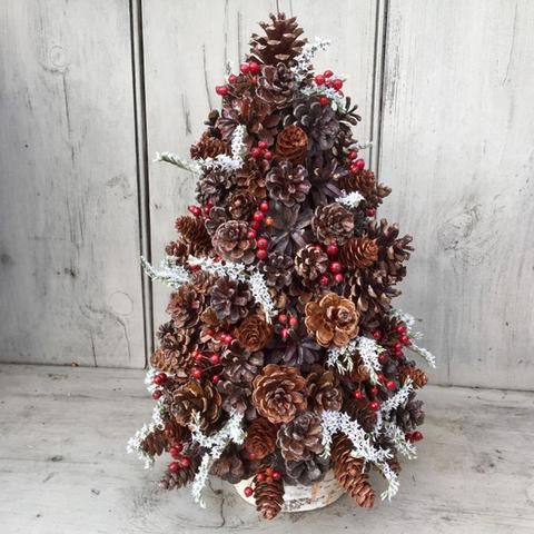 Pine Cone And Berry Christmas Tree Centerpiece Rose Hips And Statice On Birch Log Free Shipping Decorations D Arbre De Noel Decoration Noel Noel
