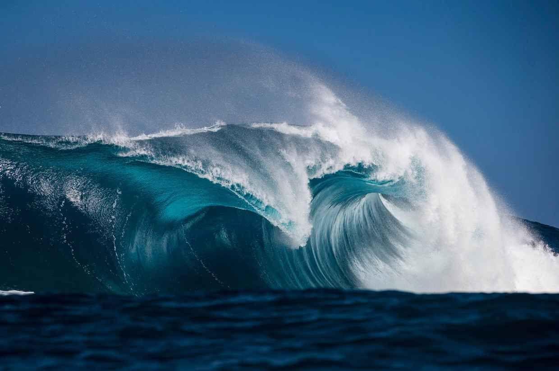 Incredible Photographs Of Crashing Ocean Waves By Ben Thouard - Incredible photographs of crashing ocean waves by ben thouard