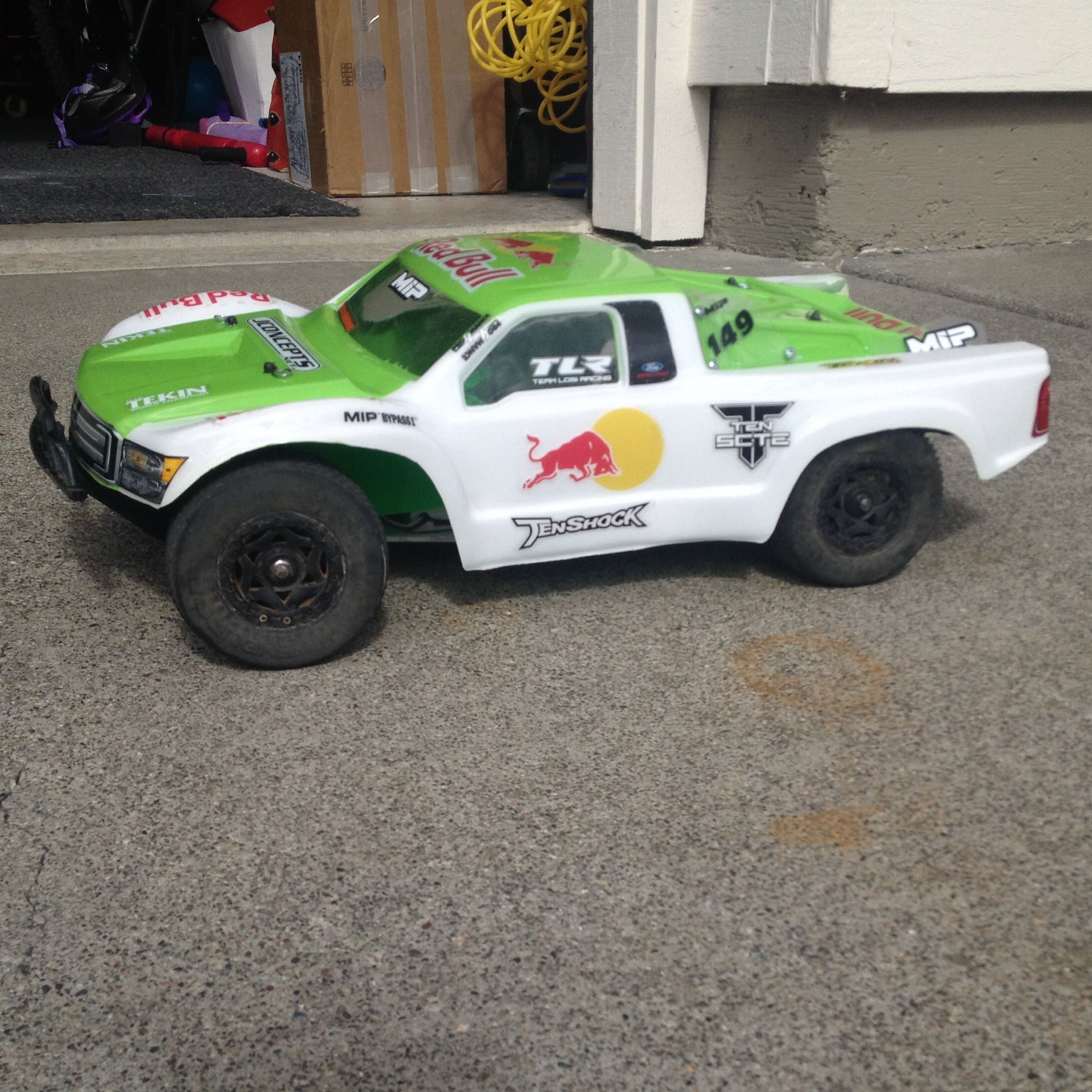 PLASTIDIP Painted Jconcepts F250 short course body on Losi SCTE W Pro4mance package