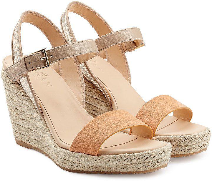 Pin for Later: 10 Paar Schuhe, die jede Frau besitzen sollte Eine Wedge-Sandale