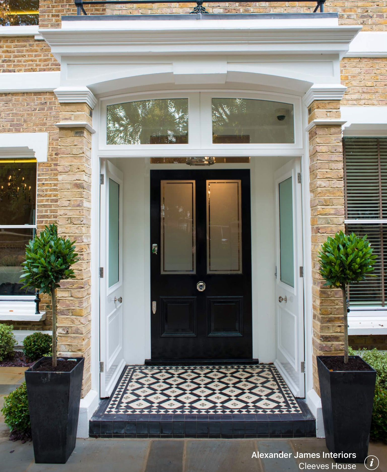 Cleeves House  Traditional  Entry  London  By