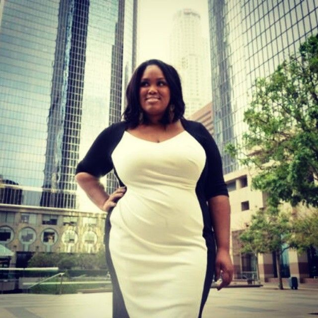 Latasha from Official Plus USA looks amazing in the Cream Contrast Powerfit Dress by @scarlettandjo!