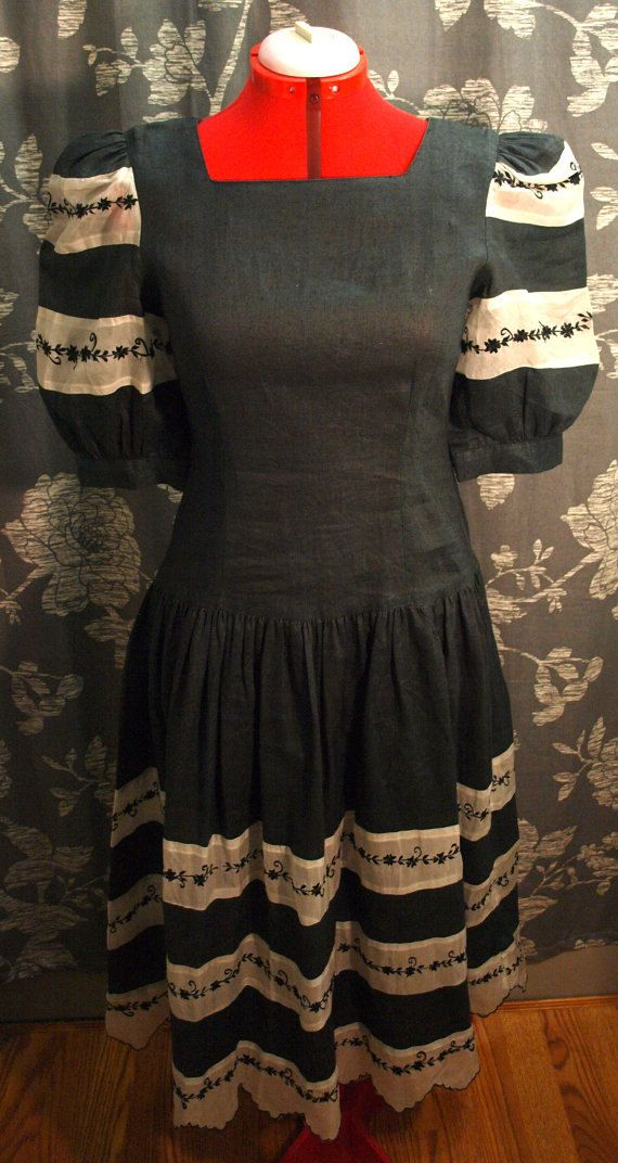 Unique gray and white linen dress with floral detailing. Large puff sleeves.  Condition: Good vintage condition. The only flaw I see is that I think the