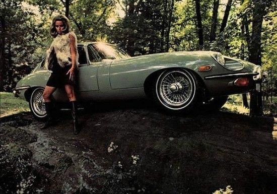 Chica desnuda posando coche pic 823