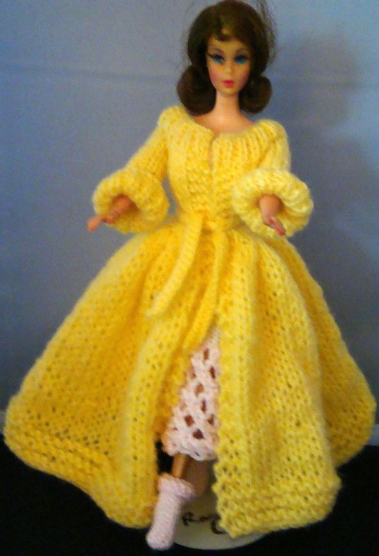 Barbie - Lacy Bathrobe & Slipper Sox | knitting | Pinterest | Dolls