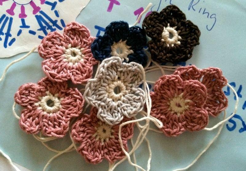 Frühling in der Luft? – Blümchen häkeln – Crocheted Flowers | Tejido ...