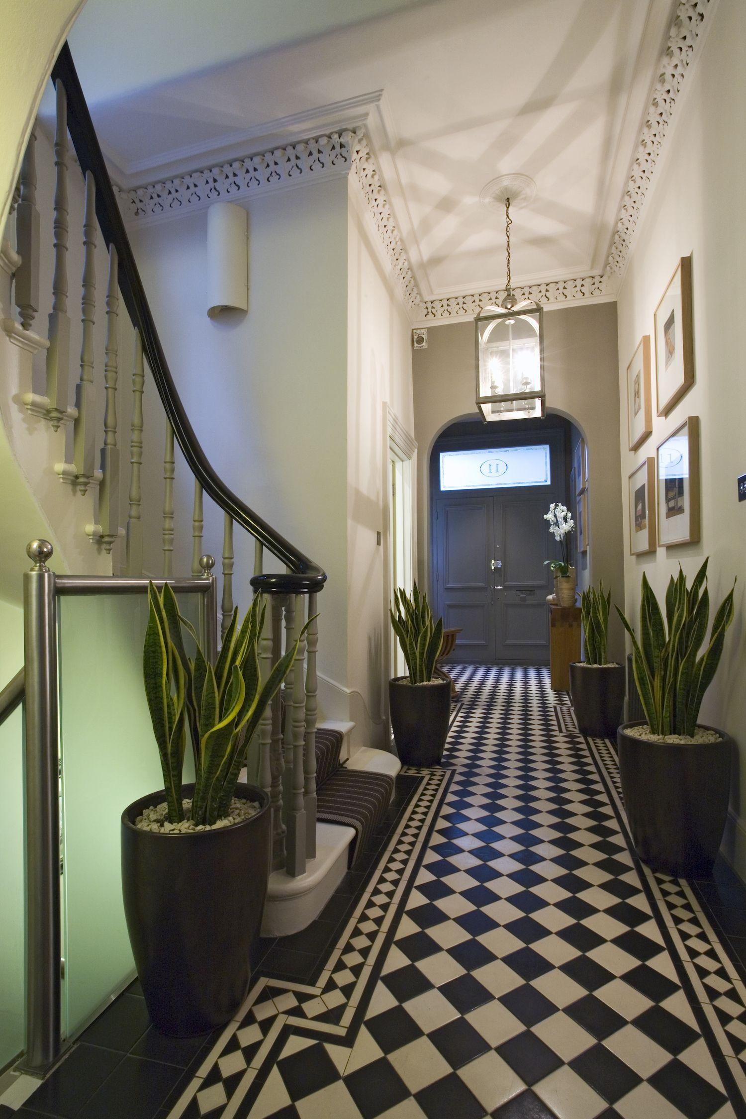 Decoraci n de portales y escaleras hall de entrada for Decoracion hall