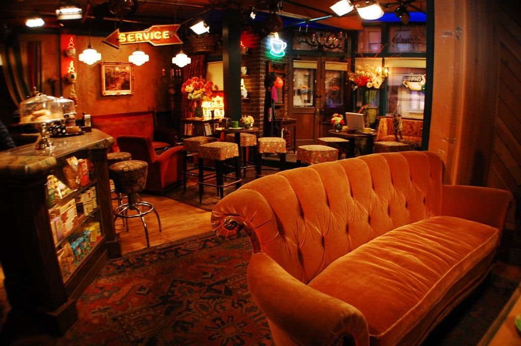 Friends Central Perk Set On The Warner Bros Studio Tour In Burbank California Central Perk Studio Tour Coffee Shops Interior