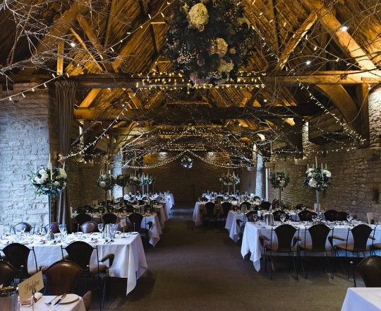 The Tythe Barn, Launton - Joanna Carter Wedding Flowers | Oxford, Oxfordshire, Berkshire, Buckinghamshire and London.
