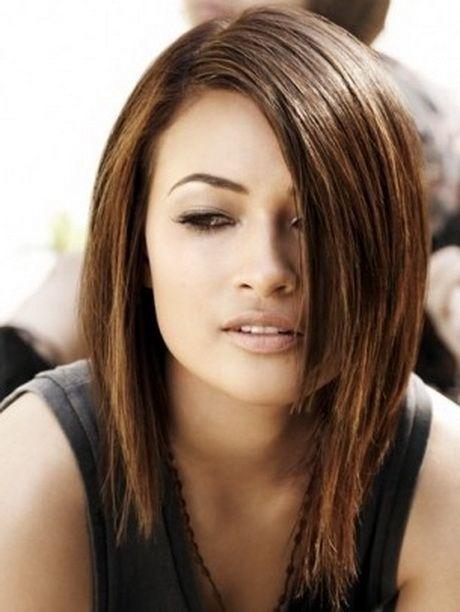 Tagli di capelli medio lunghi foto