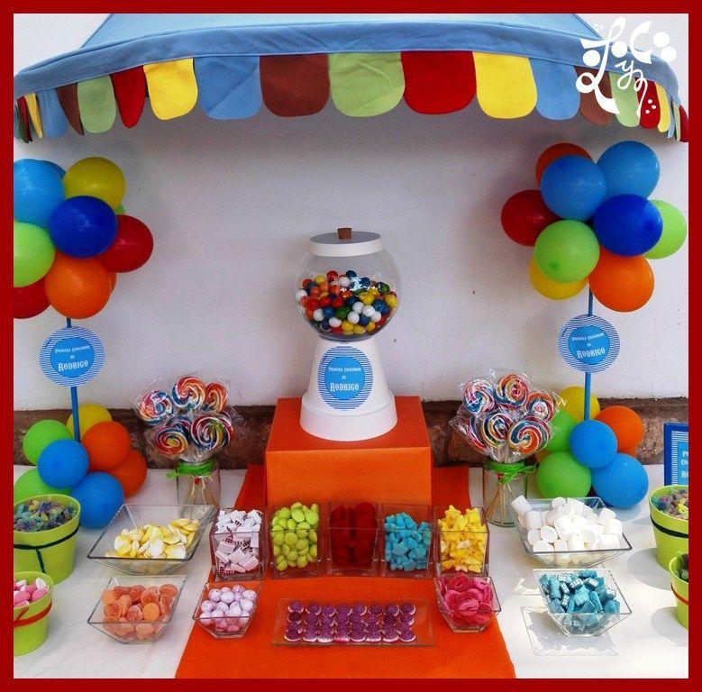 comunion ni o circo globos multicolor mesa dulce chuches