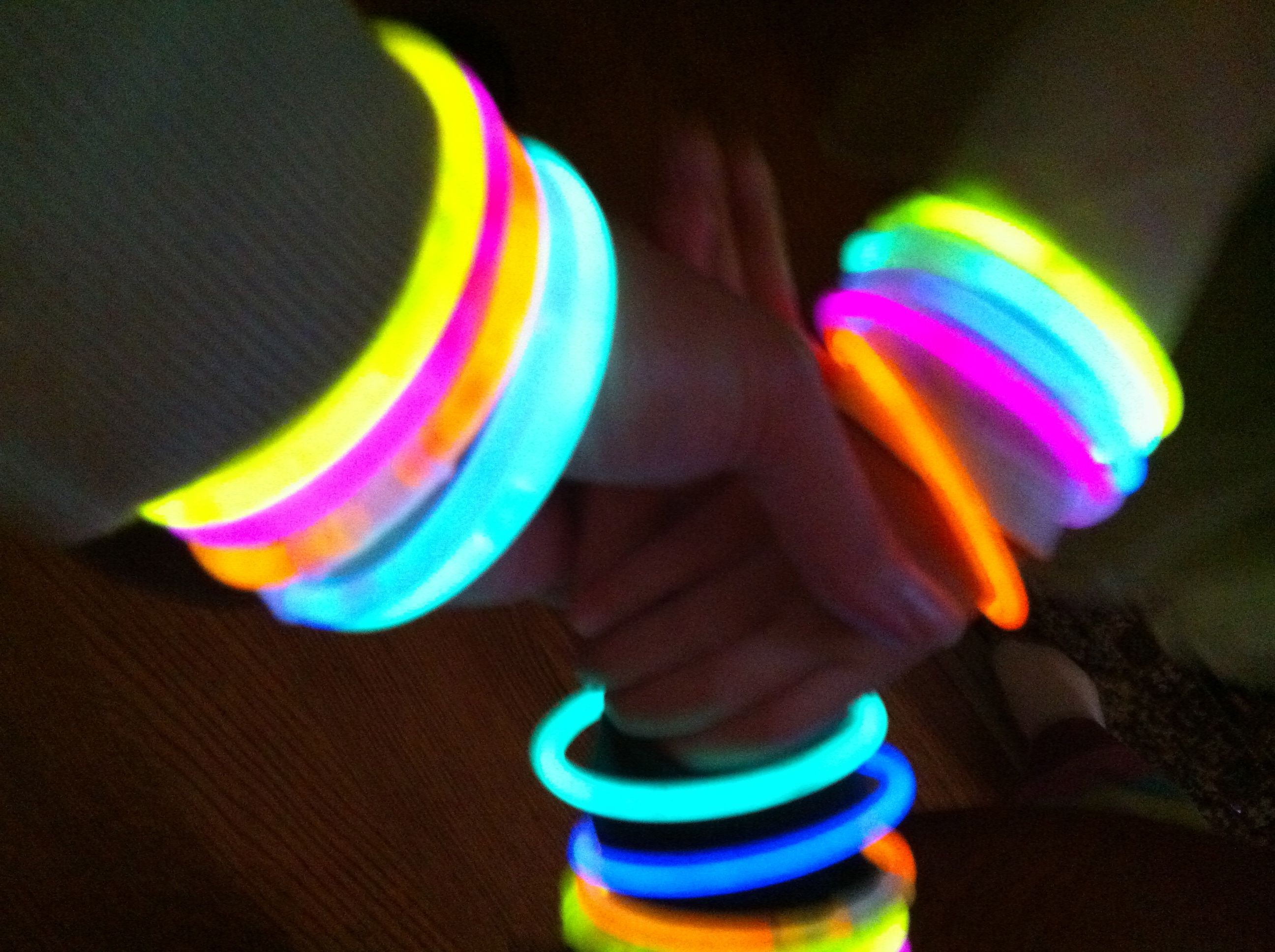 Guiding Glow In The Dark Bracelets For Halloween