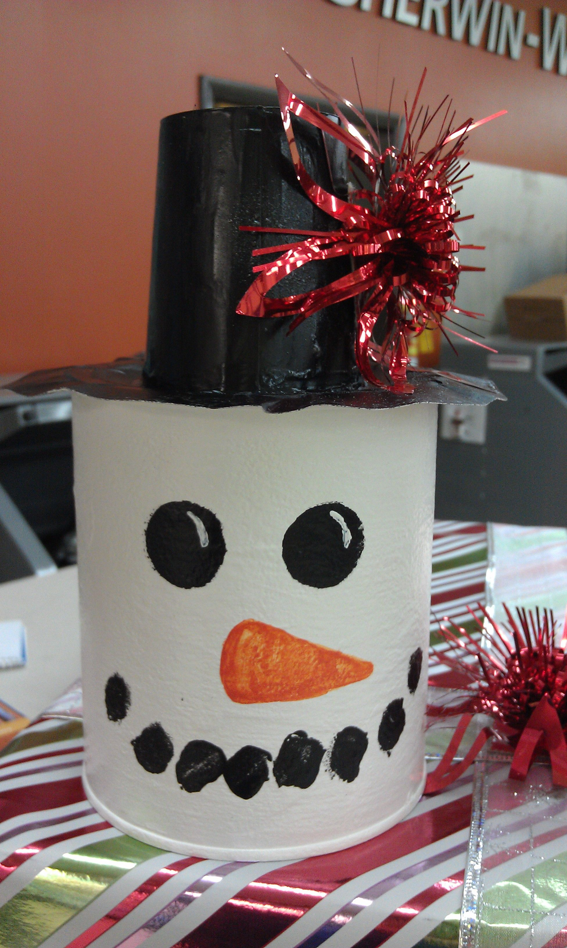 Christmas Paint Can Empty Quart Painted Like A Snowman Paper Cup For The Hat Christmas Fun Crafts Diy Crafts