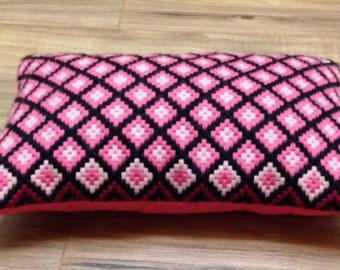 Artículos similares a Bargello bordado almohadilla, almohadilla bordada mano, Basketweave diseño decorativo cojín, almohada tapiz bordado a mano en Etsy