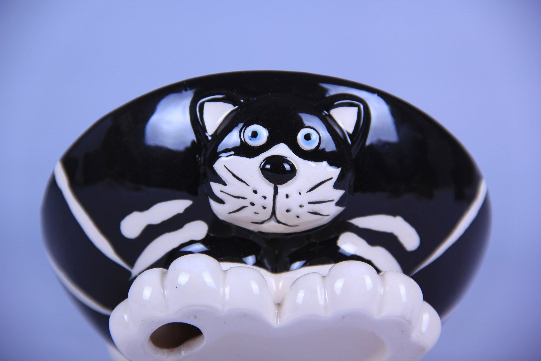 BLACK AND WHITE FACE PET FOOD BOWL Cat scratching