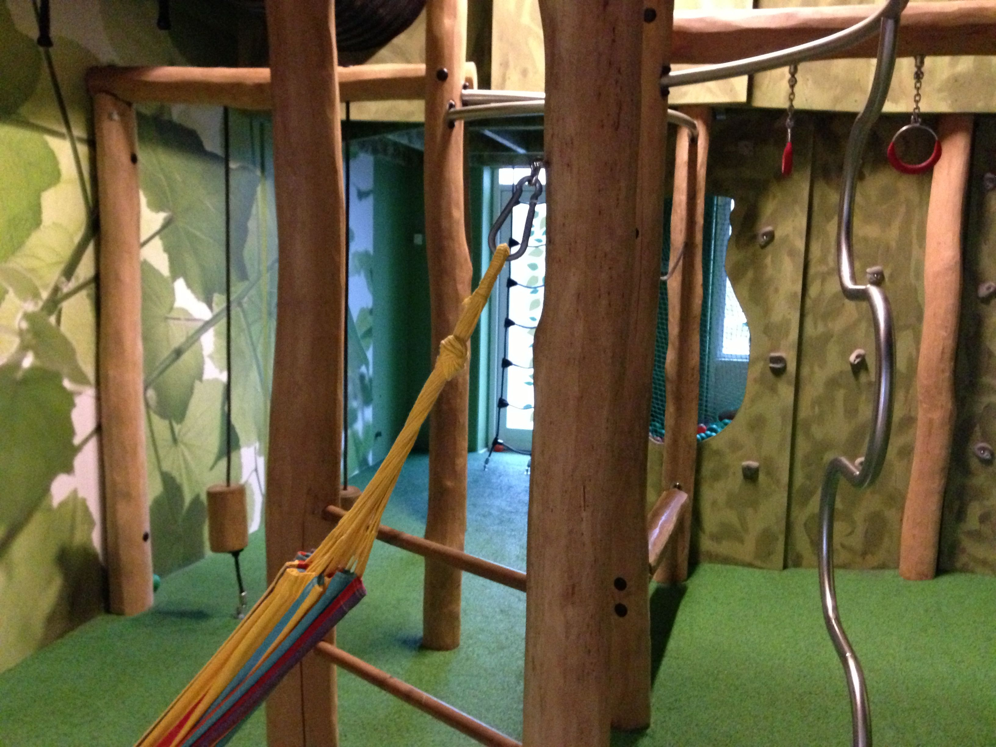 A great indoor - outdoor jungle room in a Silkeborg school. Playful, easy to do, quick to change