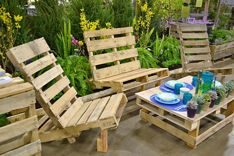 outdoor furniture items always get attention the new comers and guests so  if you have beautiful garden then must have Beautiful outdoor pallet  furniture ...