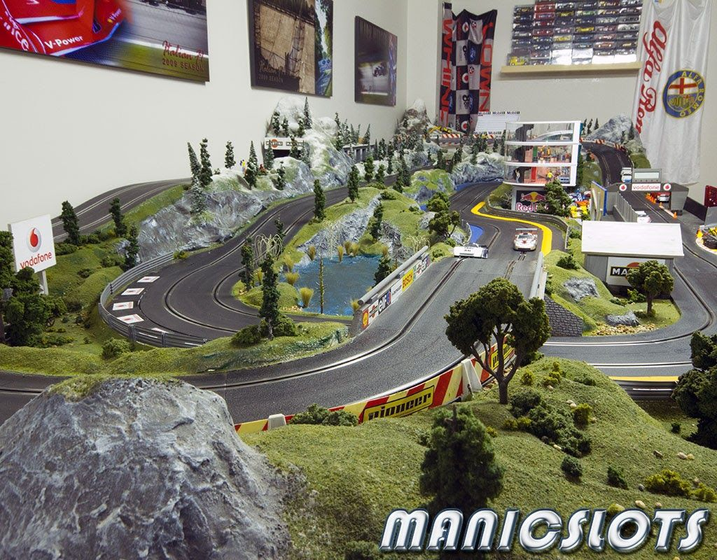 Slot cars scenery how to scalextric home track layout for Best classic house tracks