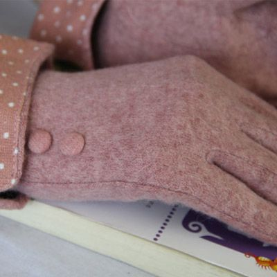 Women's Cashmere Gloves w/ Dot Pattern
