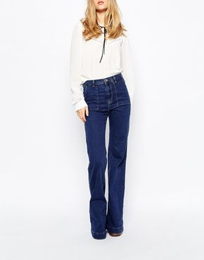 Pull&Bear Denim Flared Jeans- I do like these jeans. Cute pocket detail,, not sure about the high waist the way it is worn here. nice color wash.
