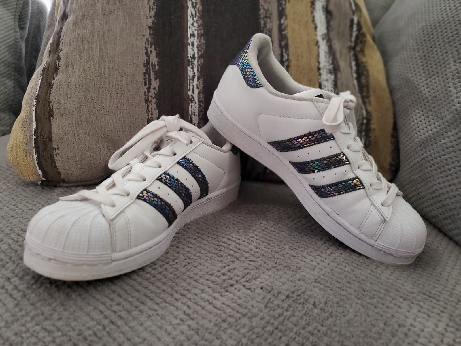 Size 6 superstar Adidas white and the