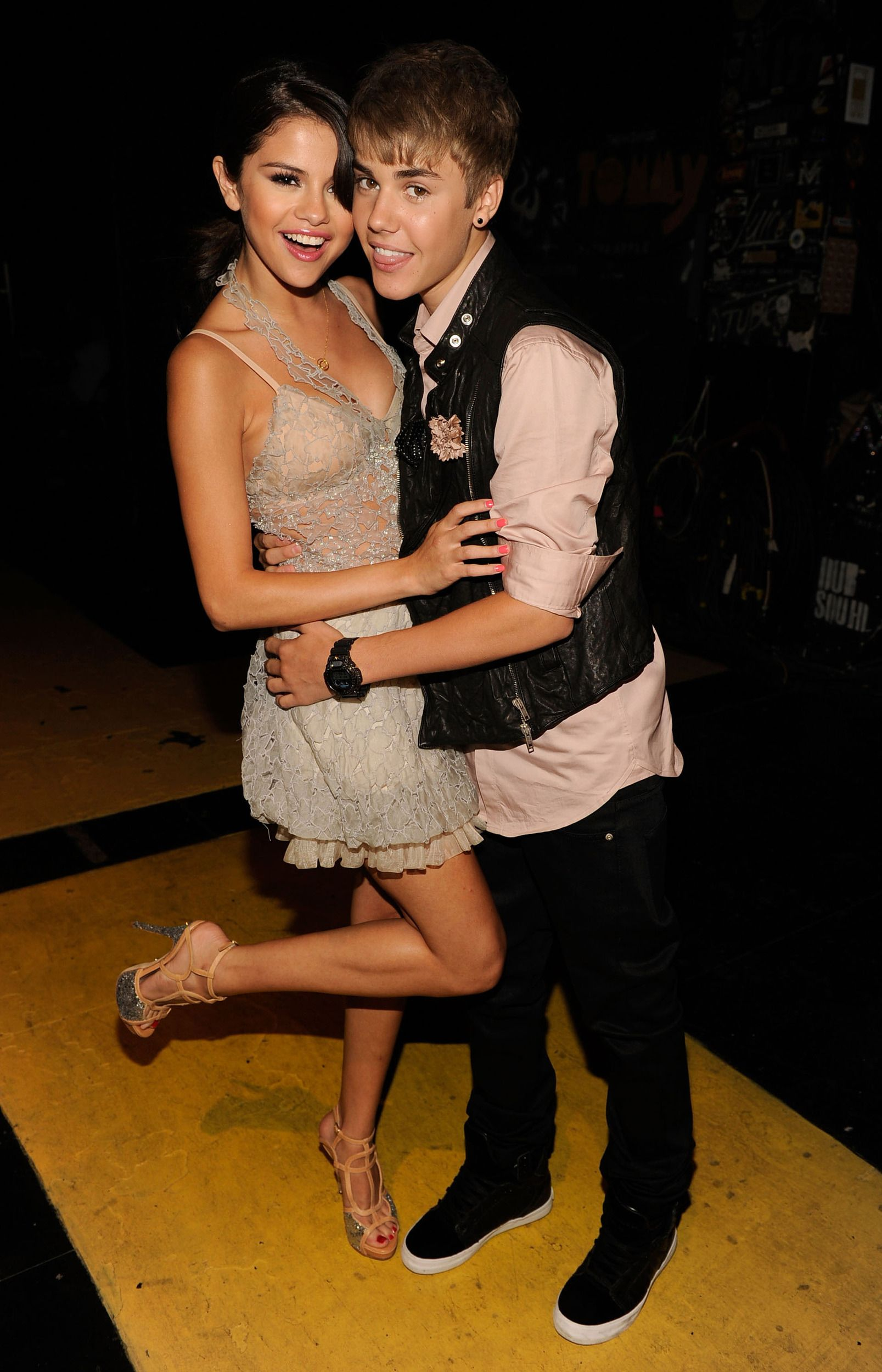 Justin Bieber And Selena Gomez Wallpapers For Android Bozhuwallpaper Justin Bieber And Selena Justin Bieber Selena Gomez Bieber Selena