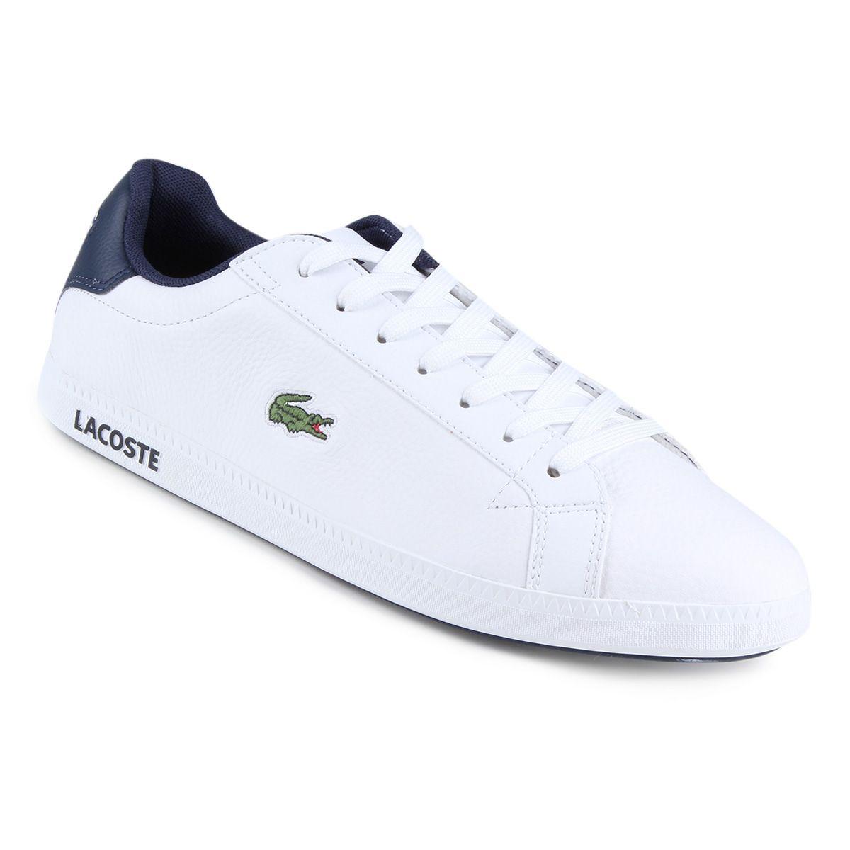 e535d566b90 Tênis Lacoste branco modelo LCR3 masculino. Veja as dicas de como  combiná-lo com seu outfit no blog Marco da Moda