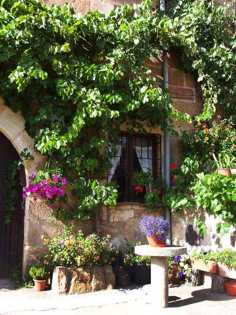 Casa de campo preciosa en #Soria, cerca de las montañas. Pueblo tranquilo y tradicional español. La casa se construyó en1690 y ha sido recientemente reformada.