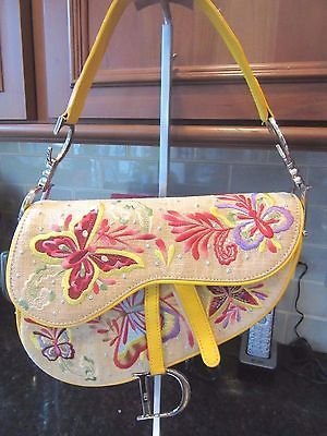 195a999e5557 fleeknsleek.com CHRISTIAN DIOR SIGNATURE TROTTER SADDLE KIDNEY BAG Linen  Butterfly Embroidery  doir  fashion  style  trending