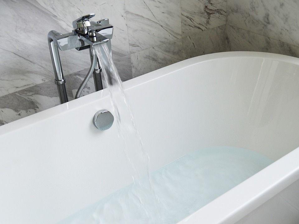 le bicarbonate pour nettoyer sa baignoire astuce maison. Black Bedroom Furniture Sets. Home Design Ideas
