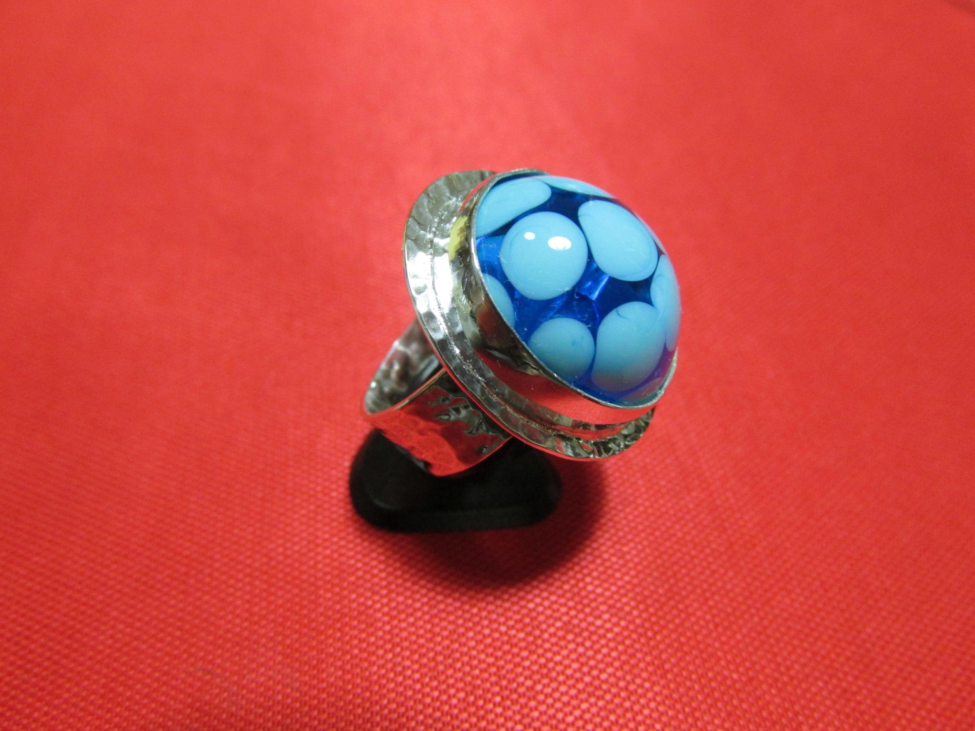 Gümüş yüzük - Silver ring;         Taşı cam boncuk tekniği ile Filiz PALABIYIK üretimi - Stone is from Filiz PALABIYIK with glass beads technique.