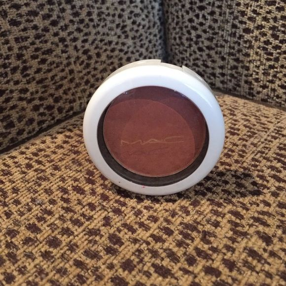 MAC sheer tone summer blush SUNBASQUE a rare HTF Perfect for summer coming for a tan bronze glow. A Mac collectable for sure. It needs a home in your collection😘 MAC Cosmetics Makeup Luminizer