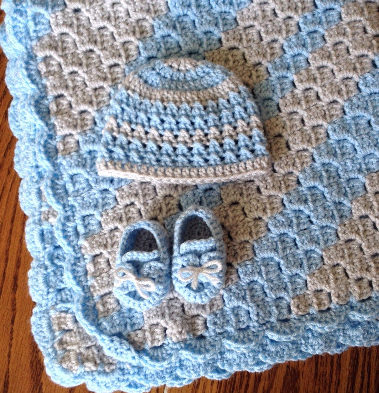 10 Adorable & Free Crochet Baby Set Patterns | Pinterest | Colchas y ...